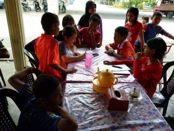 Sesi wawancara the Star dengan anak-anak padang Jawa