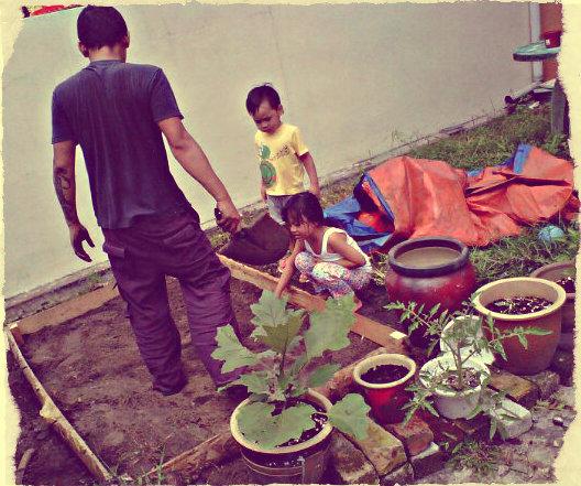 preparing-raisedbed-with-kids